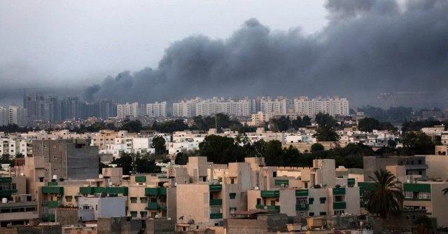 """Libia, miliziani islamici: """"Preso aeroporto di Tripoli e ministero dell'Interno"""""""