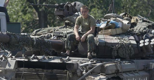 "Ucraina, l'esercito assedia Donetsk. 400 soldati ucraini ""riparano"" in Russia"