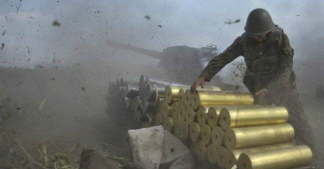 Ucraina, si combatte in strada a Donetsk Nato: 'Oltre 20mila soldati russi al confine'