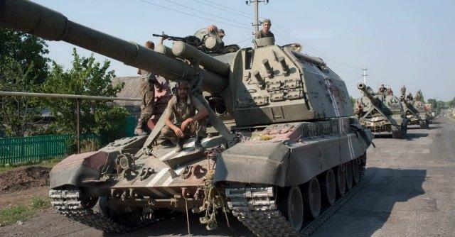 "Ucraina, Kiev: ""Blindati russi fermati vicino a Lugansk"". Mosca: ""Notizia falsa"""