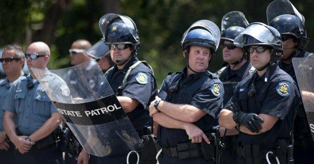 Usa, 18enne nero ucciso: Obama contro violenza della polizia. Avviata indagine Fbi