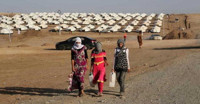"""Iraq, fonti curde: """"Uccisi da Isis altri 80 yazidi, 200 rapiti"""". Primi aiuti italiani"""