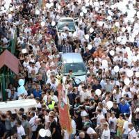 Funerali Davide: amici e parenti in processione
