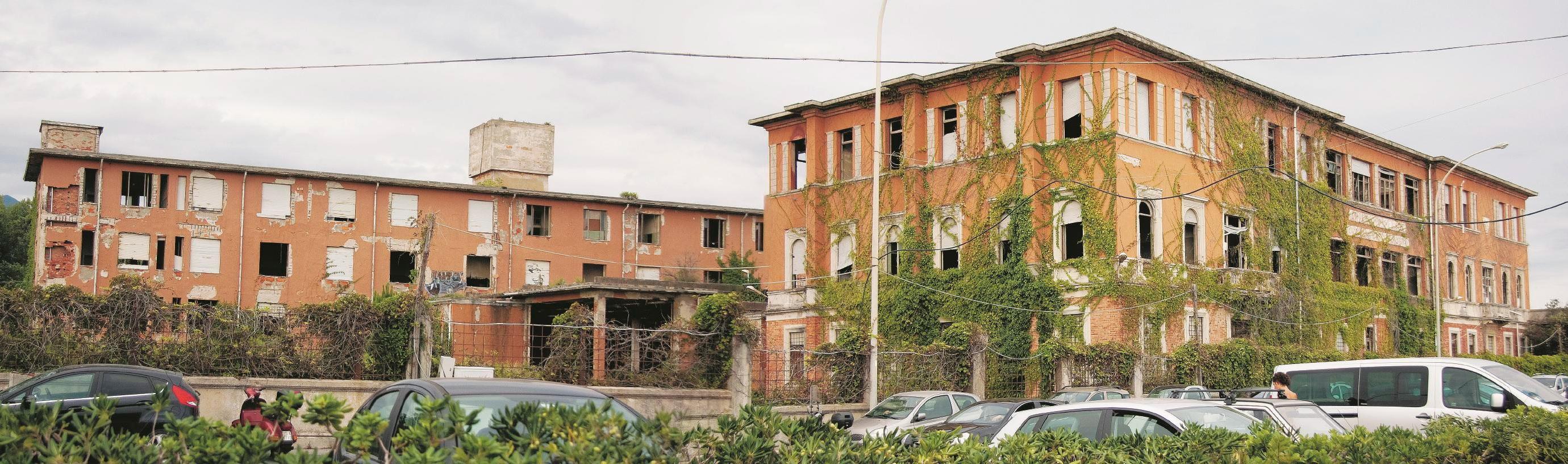PRIMA. Ex-Colonia Ettore Motta/Edison a Marina di Massa (MC).  Sul Fatto Quotidiano del 08/09/2014 – (Foto di Marco Mirko Nani)