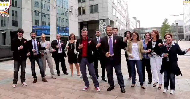 """M5S, parlamentari Ue si tagliano stipendio dopo le polemiche: """"Mille euro in meno"""""""