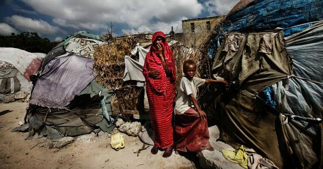 """Bologna, la """"normalità perduta"""" delle donne rifugiate nelle foto di Franco Pagetti"""