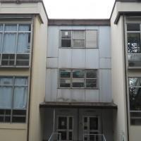 Dagli anni '60 la scuola è stata trasferita in un prefabbricato e mai spostata.