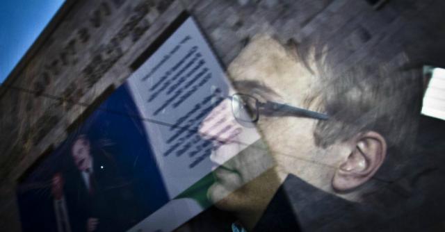 """Garlasco, perizia: """"Tappetino dell'auto di Alberto Stasi doveva sporcarsi di sangue"""""""
