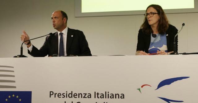 """Immigrazione, l'Ue smentisce Alfano: """"Frontex non sostituisce Mare Nostrum"""""""