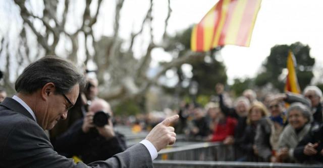 Catalogna, Generalitat fa ricorso contro lo stop al referendum. Ma per ora lo blocca