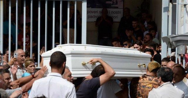 Davide Bifolco, domani mattina i funerali a Napoli. Procura dà nulla osta alla sepoltura