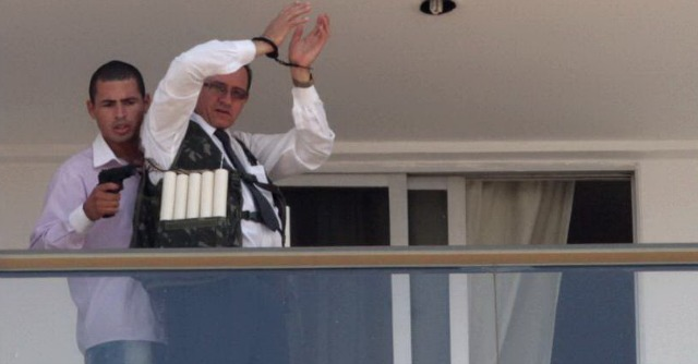 Brasile, uomo si barrica in hotel e sequestra dipendente. Chiede l'estradizione di Battisti