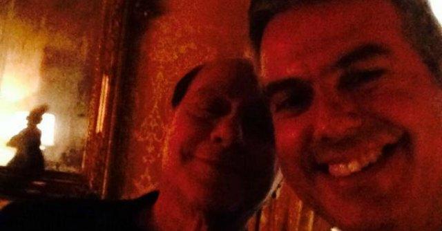 Selfie con Berlusconi, coordinatore regionale Marche lascia Ncd per Fi