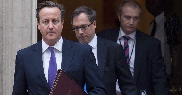 """Isis, anche Londra dà il via ai raid in Iraq. Pentagono: """"Bombardamenti non bastano"""""""