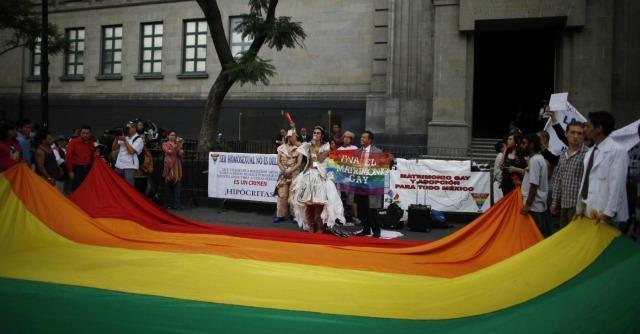 Adozioni gay: sono legittime, rassegnatevi
