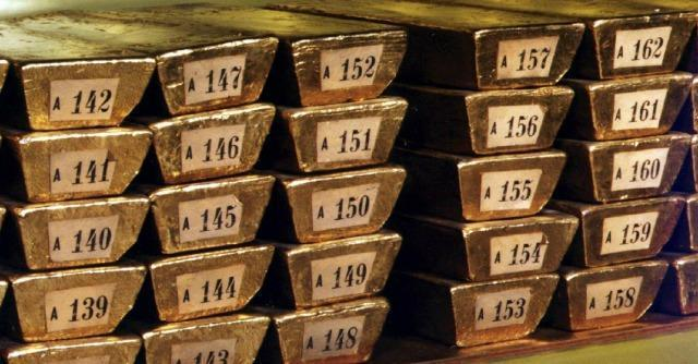Russia, con la guerra in Ucraina vende titoli Usa e compra oro. Riserve ai massimi