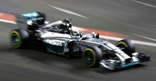 F1, Gp di Singapore – Lewis Hamilton trionfa. Fernando Alonso quarto