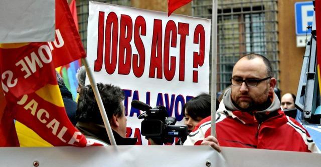 """""""Jobs Act? Anni luce dall'Europa. I disoccupati di Renzi non avranno il pane"""""""