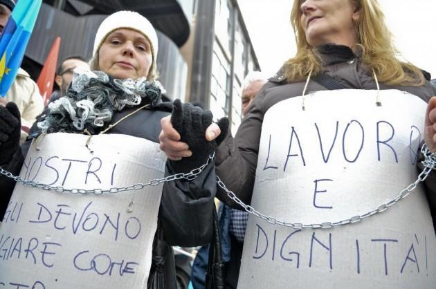 Manifestazione sotto la sede della Regione Lazio dei lavoratori licenziati Rsa