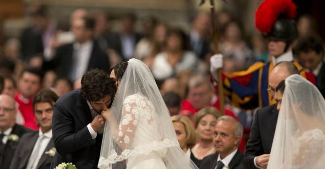 "Papa Francesco celebra 20 matrimoni a San Pietro. ""E' un viaggio impegnativo"""
