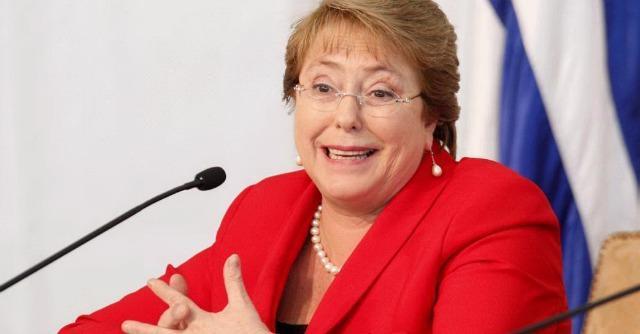 """Cile, Bachelet sfida corporation: carbon tax da 160 mln l'anno. """"Li usiamo nella scuola"""""""