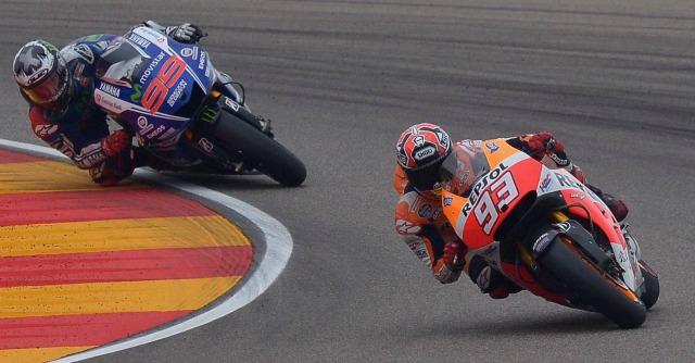MotoGp Aragon, trionfa Lorenzo. Caduta e trauma cranico per Valentino Rossi