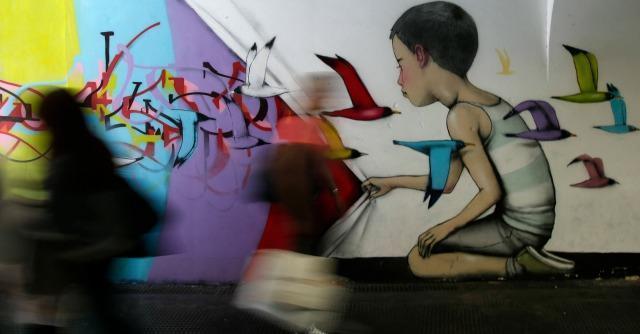 """Genova, nove giovani denunciati per un murales. Il pm li scagiona: """"Non è reato"""""""