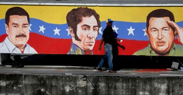 """Venezuela, socialisti cambiano """"Padre Nostro"""" in """"Chavez nostro"""". Ira della Chiesa"""