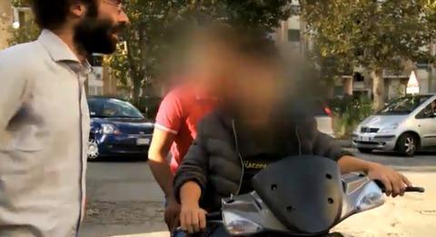 Napoli piange ancora Davide Bifolco, ma i ragazzi continuano a girare senza casco