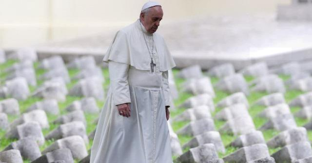 "Papa Francesco: ""Una terza guerra combattuta a pezzi con crimini e massacri"""