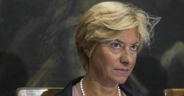 Roberta Pinotti, il volo-taxi non era in addestramento ma aspettava il ministro