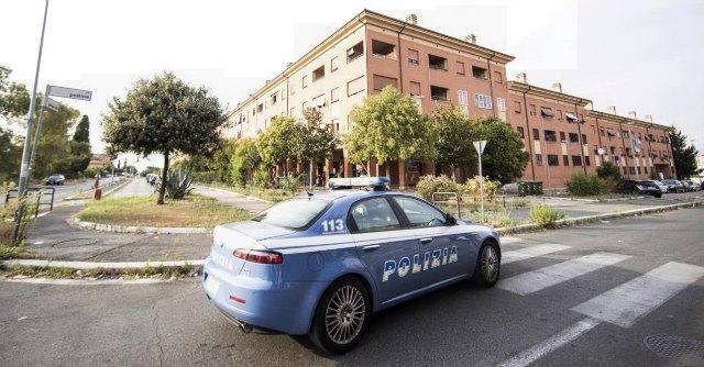 """Roma, vigilantes spara e uccide ex fidanzata. """"Colpo partito per errore"""""""