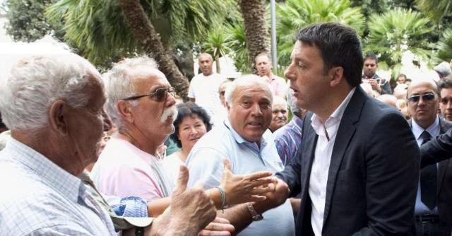 """Renzi contestato in Puglia. """"Crisi, l'Italia non è ripartita. Ue non è un maestro"""""""