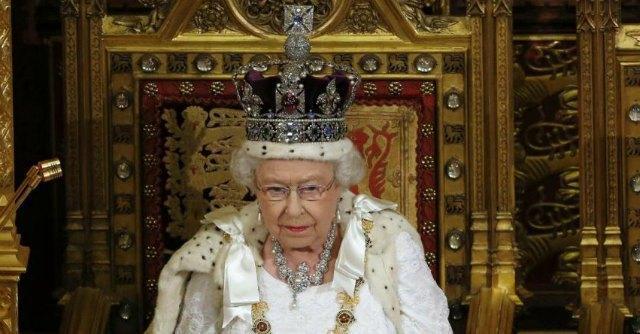 """Referendum Scozia, la regina rompe il silenzio: """"Spero che la gente rifletta"""""""