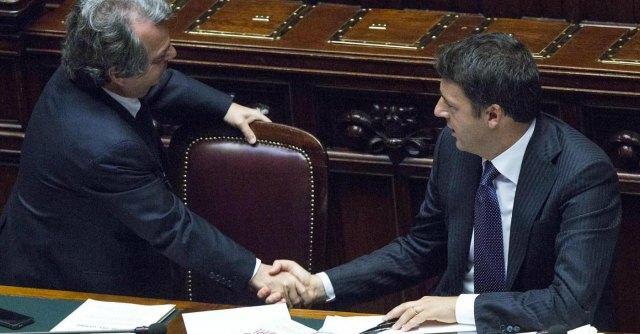 """Articolo 18, Renzi avverte il Pd: """"La riforma dà diritti"""". Da Brunetta """"soccorso azzurro"""""""