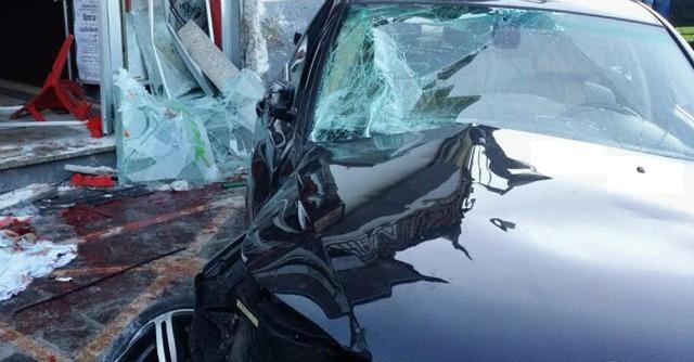 Salerno, auto travolge clienti al bar. Morti 4 giovani, il conducente era ubriaco