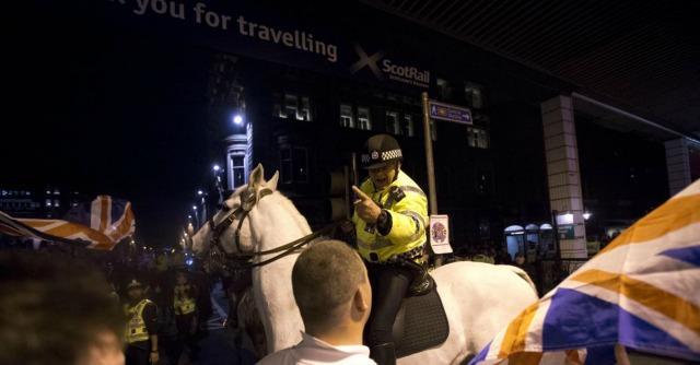 Scozia, notte di scontri a Glasgow tra indipendentisti e unionisti. Sei arresti