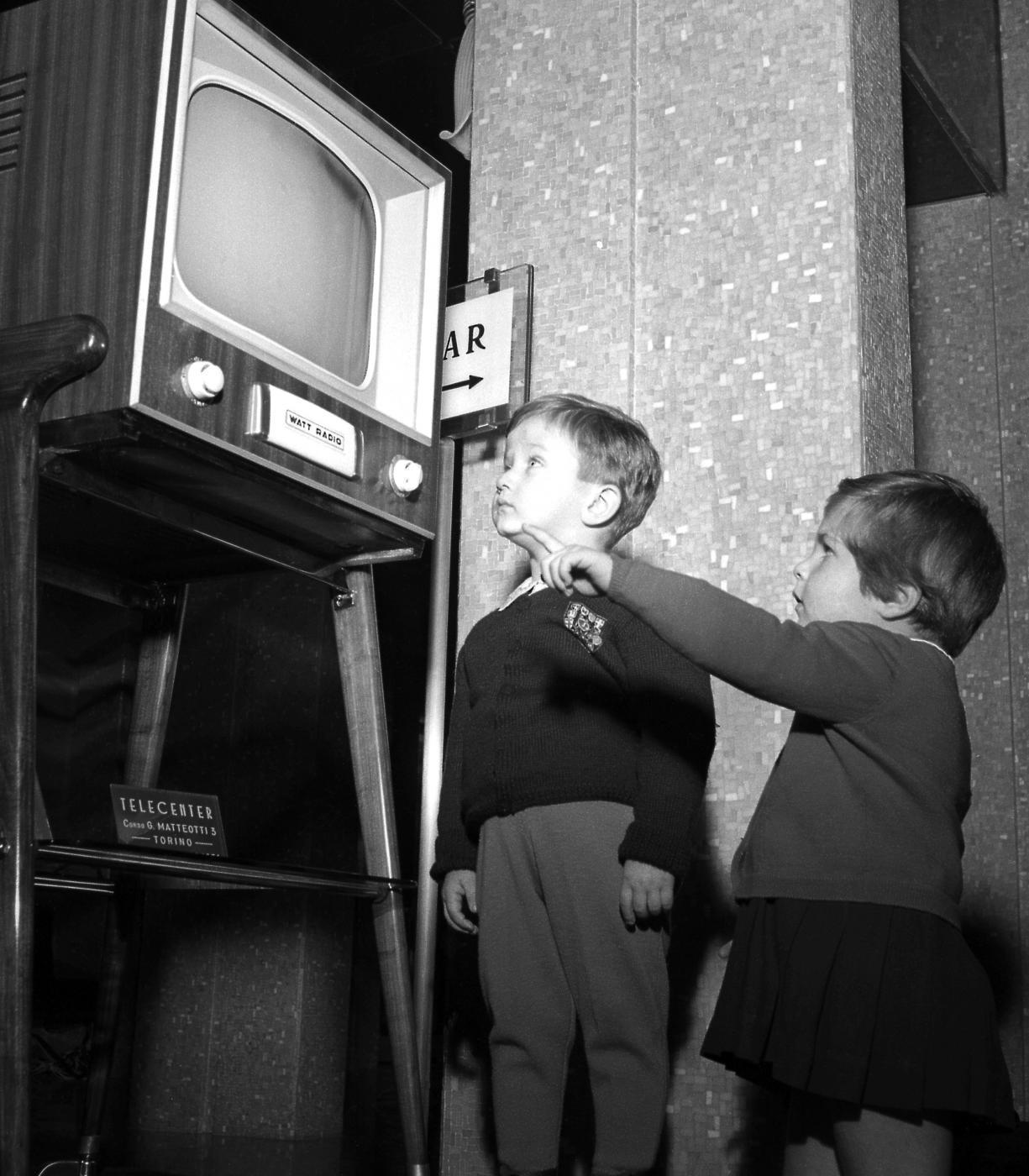 tv il bianco e nero dell 39 ingenuo stile televisivo il