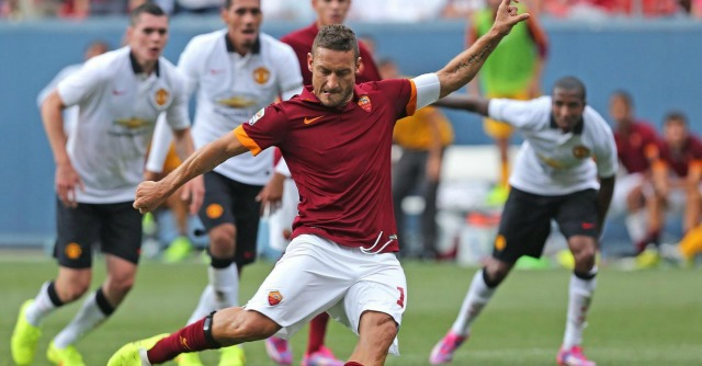 Compleanno di Francesco Totti, i 38 anni diventano social con #AuguriCapitano