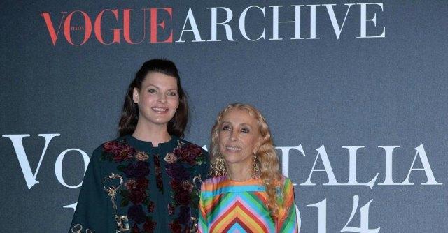 Vogue italia 50 anni di storia della moda in una mostra e for Storia della moda anni 50