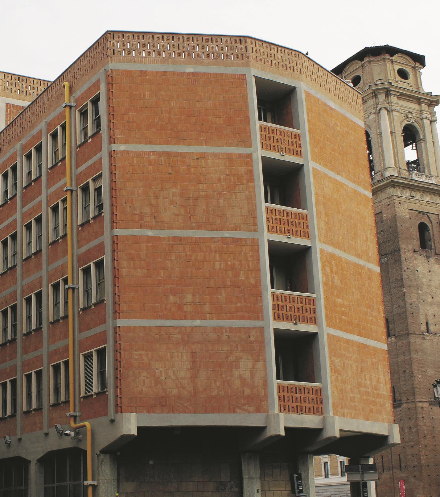 PRIMA. Palazzo dei Lavori Pubblici, Torino. Sul Fatto Quotidiano del 13/10/2014 –  (Foto di Niccolò Gros-Pietro)