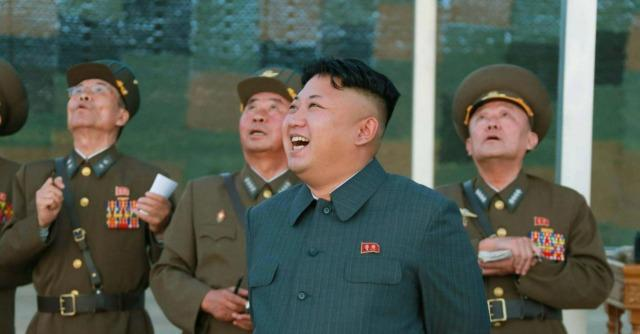 Corea del Nord, prima apparizione di Kim Jong-un in pubblico dopo 40 giorni