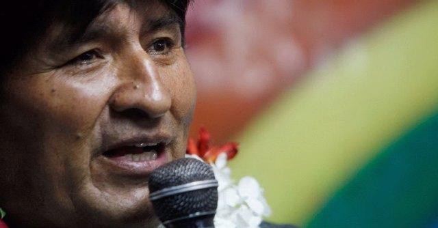 """Elezioni Bolivia, in 12 milioni alle urne: """"chavista"""" Evo Morales verso il 3° mandato"""