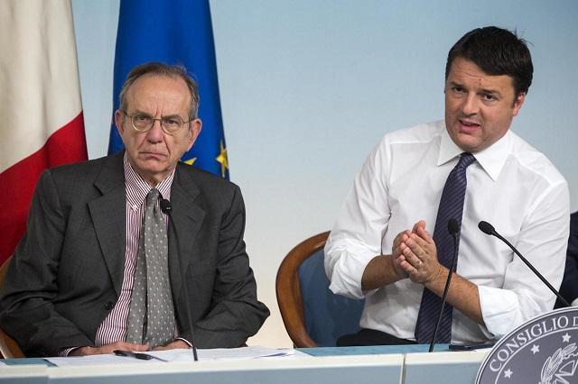 Crisi, l'outing di Renzi: riforme al palo, buttiamo 7,5 miliardi