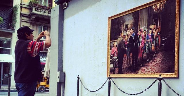 Street art, Renzi è l'impomatato genero di Merkel-Draghi nella nuova opera di Beast
