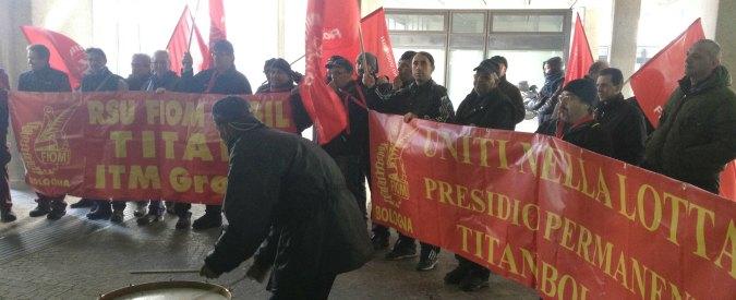 """Titan, sciopero dei dipendenti davanti alla regione: """"No al licenziamento"""""""