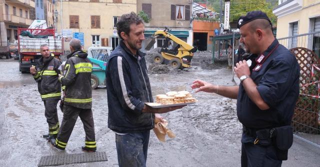 Alluvione Genova: devastazione, rabbia e soccorsi spontanei (Fotogallery)
