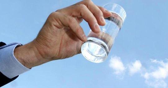 acqua-bicchiere-540