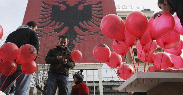 """Albania-Italia andata e ritorno. """"Il vostro Paese? Credevamo fosse l'America"""""""