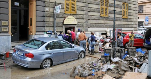 Alluvione Genova: l'Italia del fango, del cemento e degli interessi